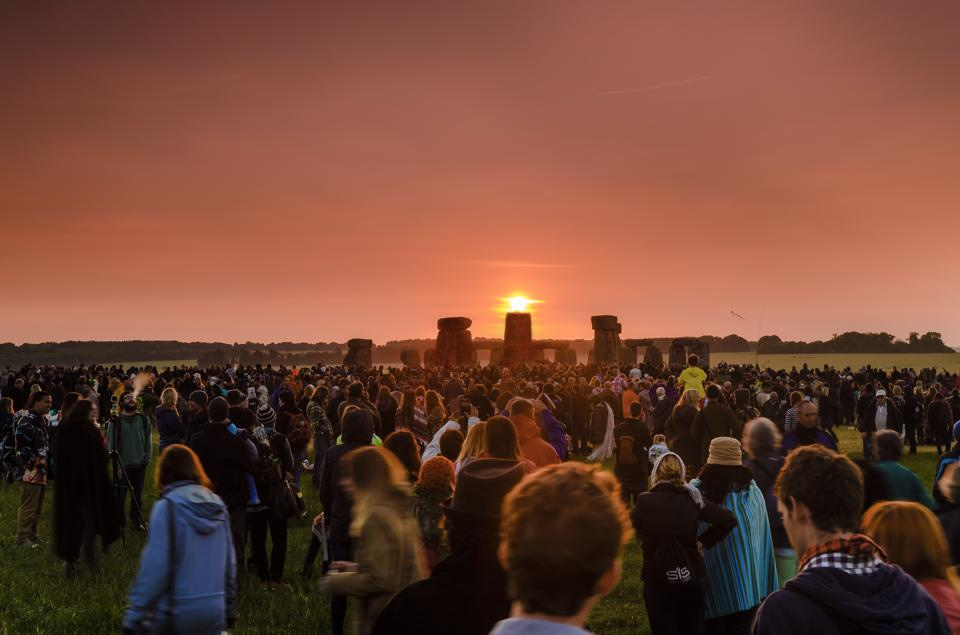 Summer Solstice Sunrise at Stonehenge - Silent Earth