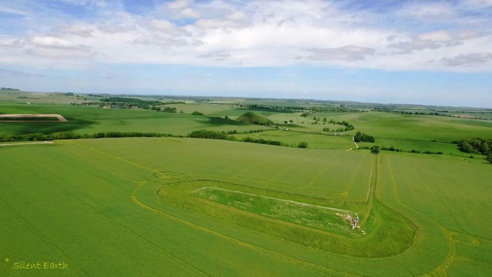 West Kennet longbarrow and Silbury hill